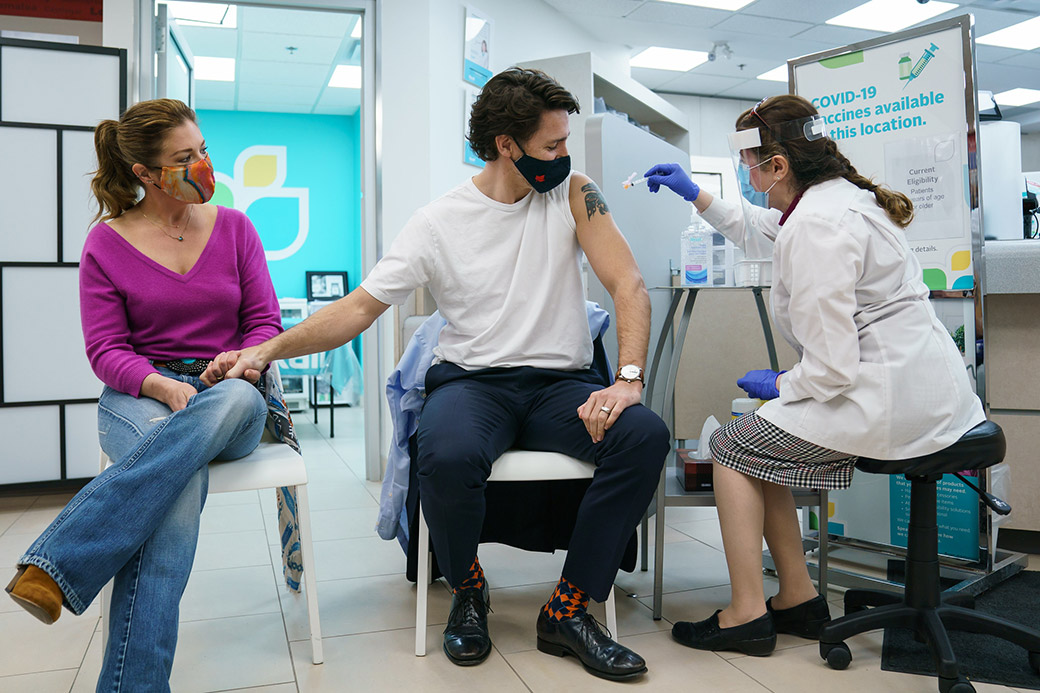 PM Trudeau and wife sophie-gregoire-trudeau-get-their-first-dose