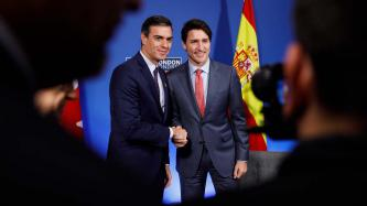 PM Justin Trudeau shakes hands with the PM of Spain, Pedro Sánchez